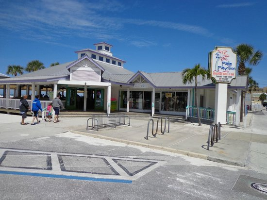 Palm Pavilion Inn: This is the Front of Palm Pavilion Restaurant and Gift Shop