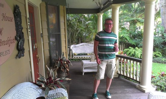 Larelle House Bed & Breakfast : Chillin' on the front porch...