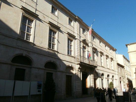 Jardins de la Fontaine : hotel de ville