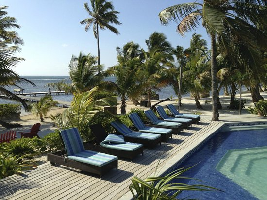 El Pescador Resort: Poolside with Caribbean Sea in background