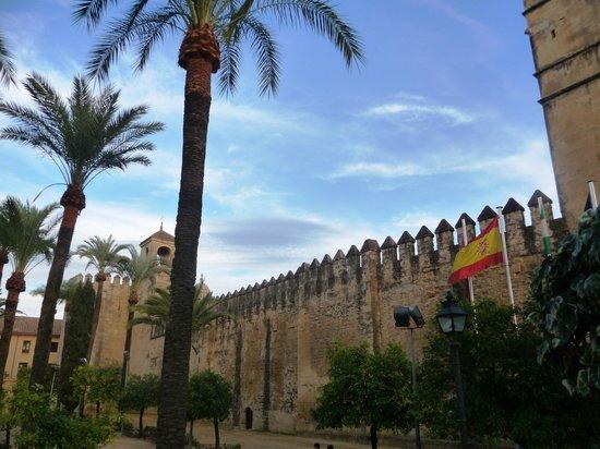 Alcazar de los Reyes Cristianos: Extérieur murailles