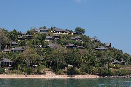 Six Senses Yao Noi: The hotel complex is on a small hill by the sea