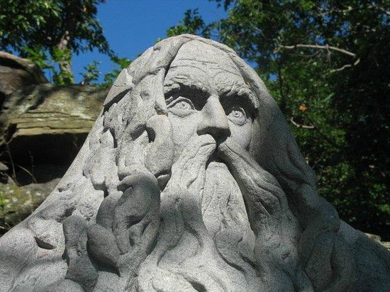 Kaatskill Mountain Club: Van Winkle Statue at Summit