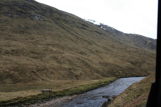 Discreet Scotland Day Tours : Suspended trolley to move sheep across the river at Glencoe