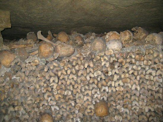 Les Catacombes : Ossos e mais ossos!