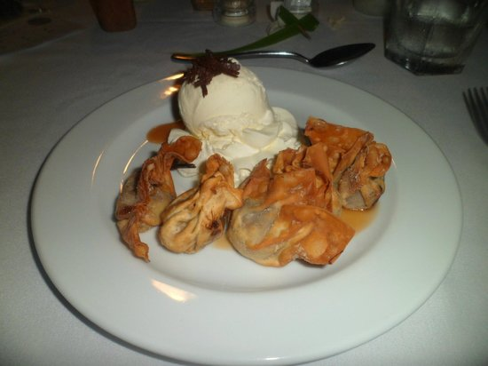 Crown Beach Resort & Spa: banana and coconut wontons at Oceans Restaurant