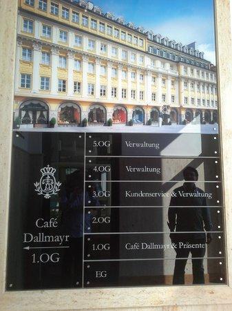 Restaurant Dallmayr : elegant entrance to a Munich institution