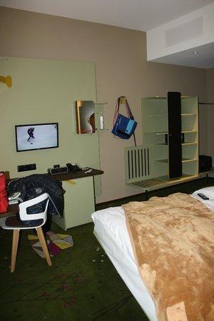 25hours Hotel Zurich West: habitacion