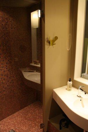 25hours Hotel Zurich West: Aseo