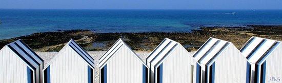 Hotel Restaurant Pub La Sirene: Cabanons de la plage, juste devant l'hôtel