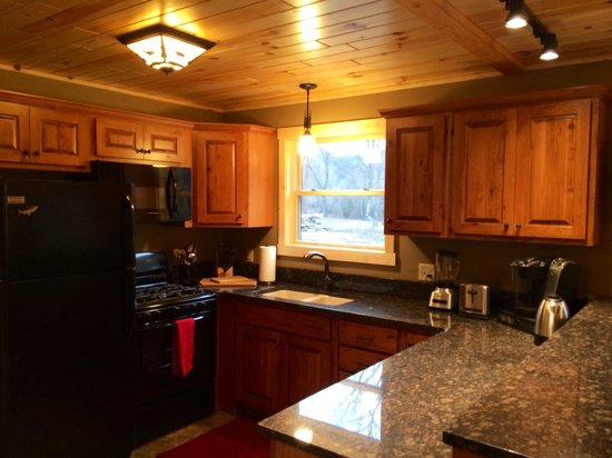 The Cabins at Rock Creek: Gourmet kitchen in Willow/Cottonwood Cabins