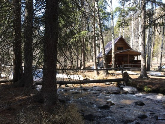 The Cabins at Rock Creek: Rustic Cabin