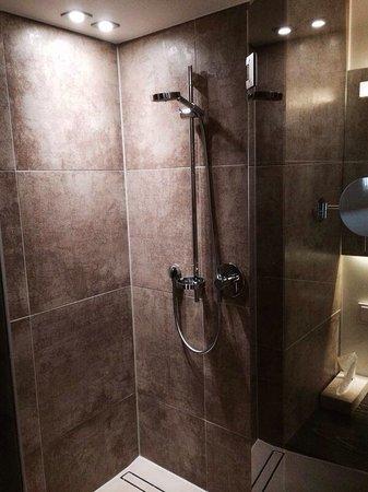Weinhaus Henninger: Dusche