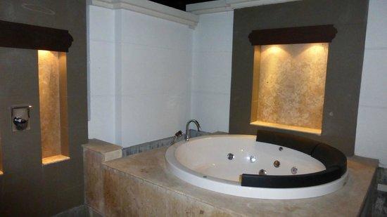 Maehaad Bay Resort: jacuzzi