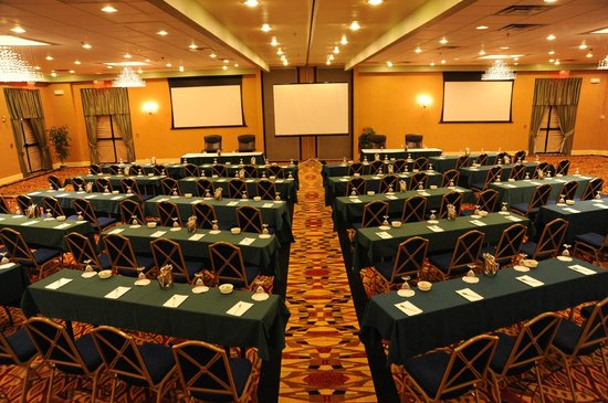 E Hotel Banquet & Conference Center: Grand Ballroom Classroom Set Up