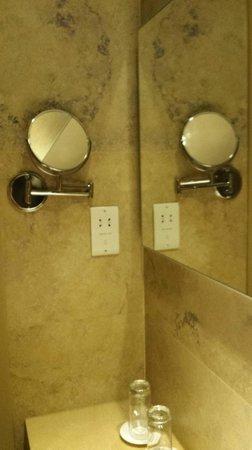 Cleopatra Hotel: Bathroom