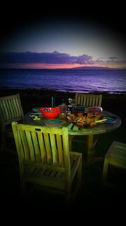 Kihei Kai Oceanfront Condos: Sunset Dinner