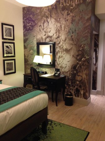 Hotel Indigo London Kensington: Room was laid out perfectly