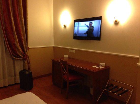 BEST WESTERN PLUS Hotel Milton Roma : Tv