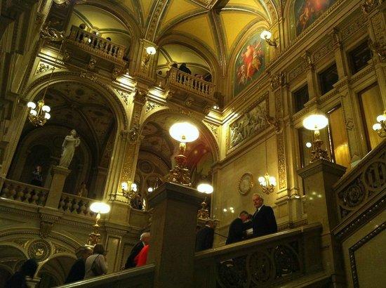 Staatsoper: monumental hall