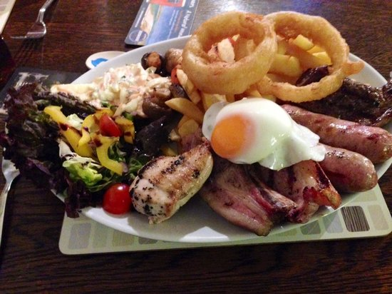 The London Inn Restaurant: Huuuggee mixed Grill, not for the faint hearted!! excellent!!