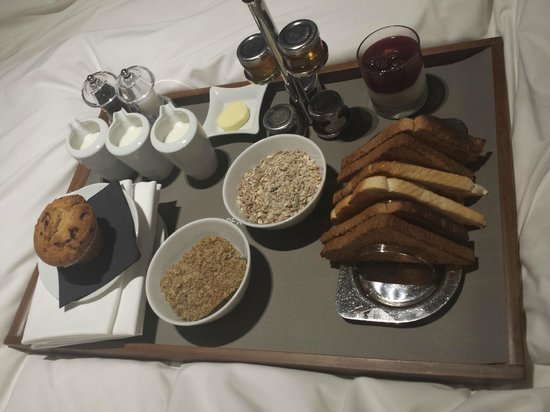 Apex Temple Court Hotel : Breakfast in bed