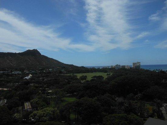 Queen Kapiolani Hotel: Diamond Mt. View from Balcony QK 1512