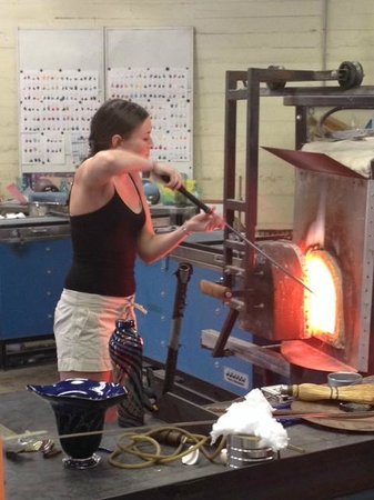 Sunspots Studios & Glassblowing: Making pendants