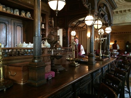Café Pushkin : The pharmacy
