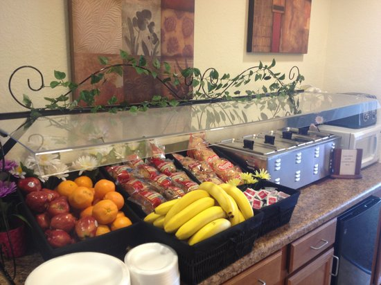 Hawthorn Suites by Wyndham Panama City Beach FL: Hot Breakfast
