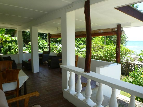 The Beach House: Terrasse de devant
