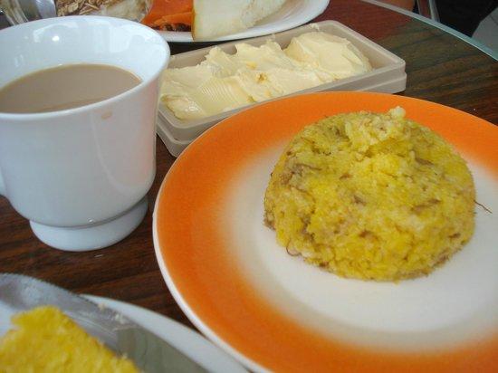 Pousada Quintas do Calhau : Café da manha com cuscuz de carne seca com queijo coalho e manteiga..sensacional!