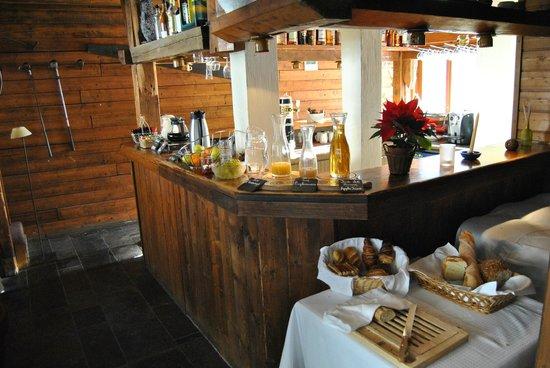 Hotel Le Green: Petit-déjeuner au bar
