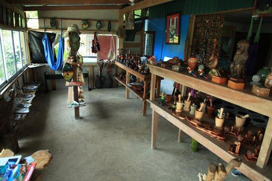 Mirador Osa: souvenir  area