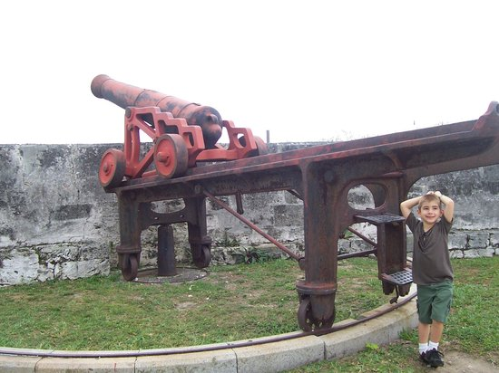 Fort Fincastle: Another cannon at the fort