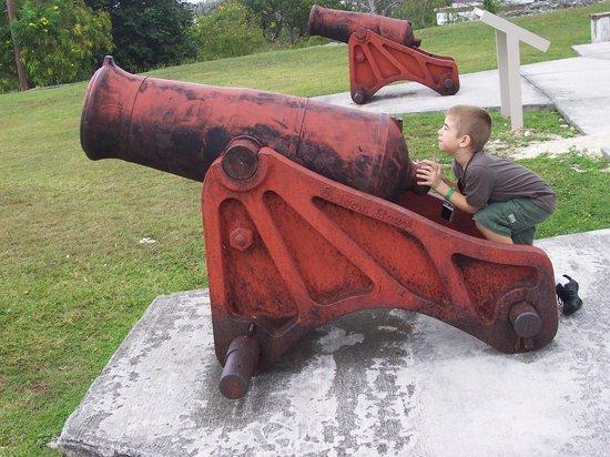 Fort Fincastle: A boy & his cannon