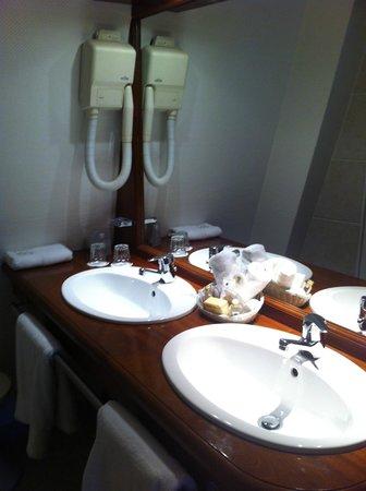 Hotel Le Brittany : Bathroom