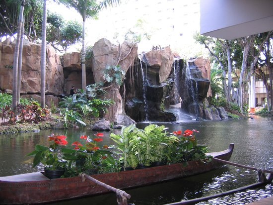Westin Maui Resort And Spa: Lagoon adjacent to reception