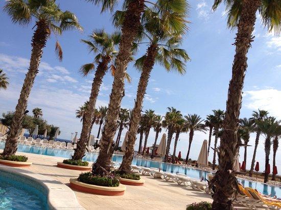Hilton Malta : Breakfast outside