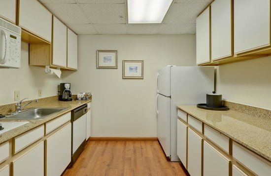 ‪‪Hampton Inn & Suites Wilmington/Wrightsville Beach‬: Kitchen in whirlpool suite‬