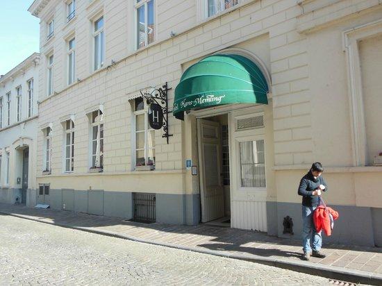 Hans Memling Hotel: Entrada del hotel