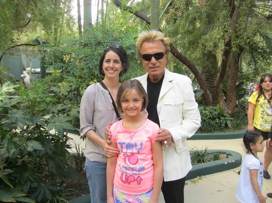 Siegfried Photo Opp Siegfried Roy 39 S Secret Garden And Dolphin Habitat Las Vegas Tripadvisor