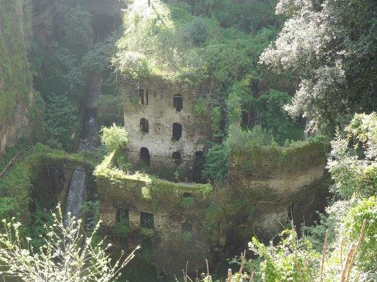 Il Vallone dei Mulini : View of the ruins.