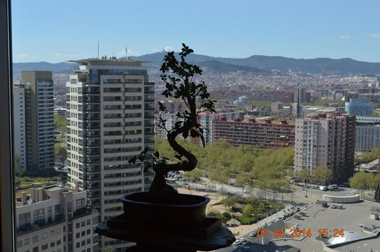 Hilton Diagonal Mar Barcelona: View from 18th floor elevator area