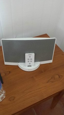 COMO Parrot Cay, Turks and Caicos: Outdated Bose system no dock for an Iphone
