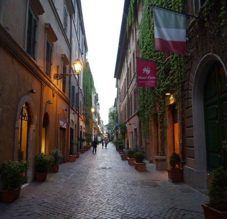 Hotel Forte: Via Margutta, Hotel location, lovely street