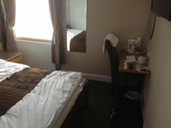 Sandyford Lodge Hotel : room upgraded to a double, with tea/coffee etc
