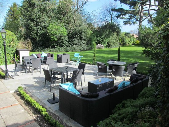 Ebury Hotel and Serviced Apartments : Elegant gardens.