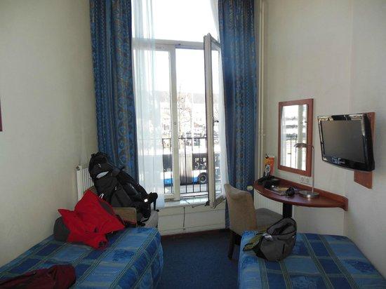 A-Train Hotel: Habitación