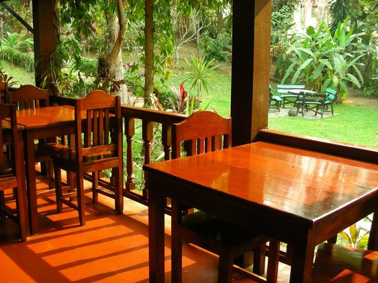Villa Chitdara: la veduta sul giardino facendo colazione